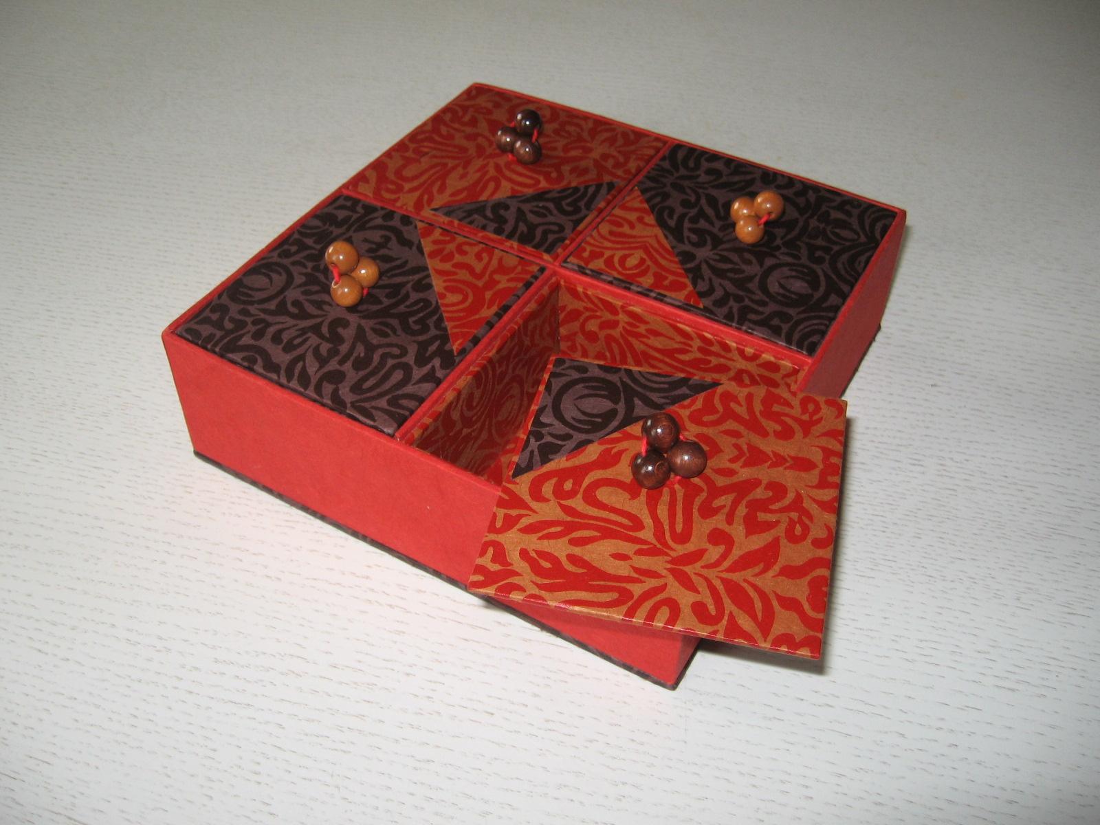 les tout en carton d anne objets en carton. Black Bedroom Furniture Sets. Home Design Ideas